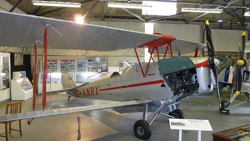 Salisbury-HallDH-82A-Tiger-Moth1000pxw